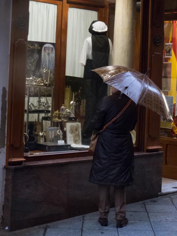 Comprando bajo la lluvia