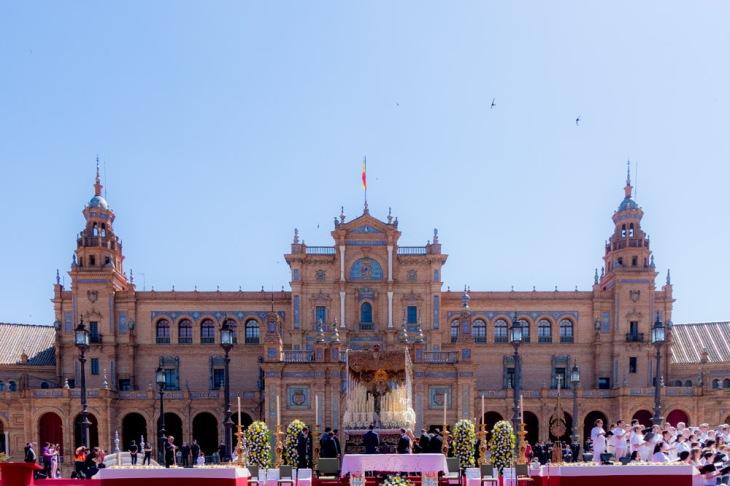 La  Macarena en la Plaza de España