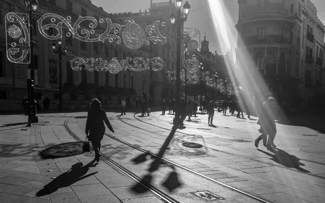 sombras y rayo de luz/ Eduardo Briones