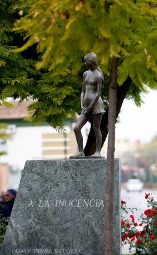 Monumento a la inociencia que se encuentra en la plaza de los juzgados de Dos Hermanas